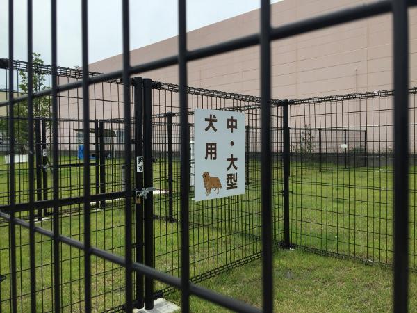 出典:ドッグランサーチ.com 中・大型犬用入口